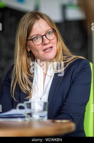 Magdeburg, Germany. 03rd May, 2019. Developmental psychologist Nicole Wetzel in the Laboratory of Neurobiology at the Leibniz Institute. Developmental psychologist Wetzel heads the CBBS Neurocognitive Development research group and, together with her team, investigates attention in childhood and in adults as well as the effects of distraction in thought and learning processes. (to dpa story 'Technology and Brain') Credit: Jens Büttner/dpa-Zentralbild/dpa/Alamy Live News - Stock Photo