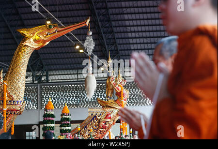Bangkok, Thailand. 11th July, 2019. Buddhist monks prays during a worship ceremony which is a sacred ritual for the Royal Barge Procession at the Royal Barges National Museum in Bangkok. Credit: SOPA Images Limited/Alamy Live News - Stock Photo