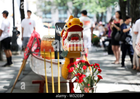 New York, USA. 11th July, 2019. A dragon boats is seen during the dragon boat awakening ceremony of the 29th Hong Kong Dragon Boat Festival in New York, the United States, July 11, 2019. A dragon boat awakening ceremony was held in New York's Bryant Park on Thursday as a prelude to the 29th Hong Kong Dragon Boat Festival to be held in August. Credit: Wang Ying/Xinhua/Alamy Live News - Stock Photo