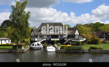 Luxury  Property on the banks of the river Bure at Horning Norfolk England. - Stock Photo