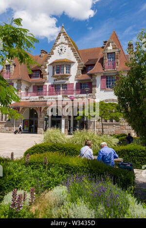 Railway station in La Baule-Escoublac The current passenger building dating from 1927 in La Baule, France - Stock Photo