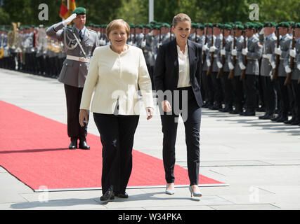Federal Chancellor Angela MERKEL and Prime Minister Mette FREDERIKSEN Welcome and welcome by the Federal Chancellor with military honors to the Minister President of the Kingdom of Denmark in the Ehrenhof of the Federal Chancellery in Berlin, Germany on 11.07.2019. ¬ | usage worldwide - Stock Photo