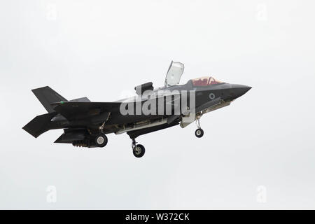 RNAS Yeovilton, Yeovilton, Somerset, UK. 13th July 2019 A F-35B Lightning from the joint RN / RAF 617 Sqadron made it first appearance at Yeovilton AIr Day. The aircraft will be flown from the Royal Navys New Carriers HMS Queen Elizabeth which becomes operational next year Credit: Photographing_North/Alamy Live News - Stock Photo