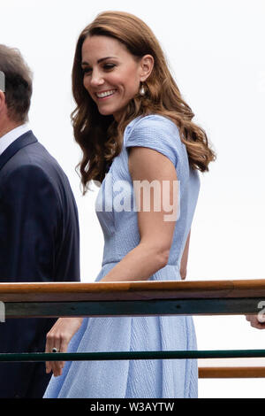 London, UK. 14th July, 2019. Tennis: Grand Slam, Wimbledon, singles, men, finals. Kate, Duchess of Cambridge, arrives at the All England Lawn Tennis and Croquet Club on the 13th day of the Wimbledon Championships. Credit: Frank Molter/dpa/Alamy Live News - Stock Photo