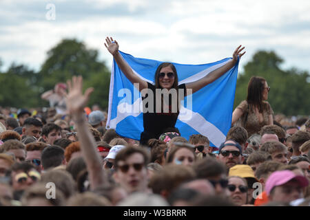 Glasgow, UK. 14 July 2019. The Kooks live in Concert at TRNSMT Music Festival on the main stage. Luke Pritchard takes centre stage.Credit: Colin Fisher/Alamy Live NEws - Stock Photo