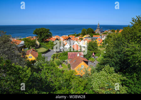 29 June 2019, Denmark, Gudhjem: City view of Gudhjem, a small town on the north coast of the Danish Baltic Sea island Bornholm. The island Bornholm is, together with the offshore archipelago Ertholmene, Denmark's most eastern island. Thanks to its location, the island of Bornholm counts many hours of sunshine. Photo: Patrick Pleul/dpa-Zentralbild/ZB - Stock Photo