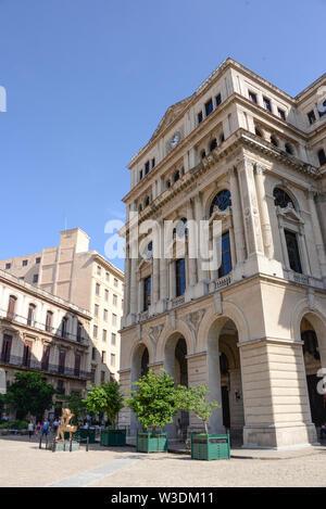 America, Caribbean, Cuba, Havana, La Habana Vieja, Plaza San Francisco, Lonja del Comercio - Stock Photo