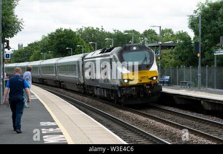 A class 68 diesel locomotive pulling a Chiltern Railways train at Warwick Parkway station, Warwickshire, UK - Stock Photo