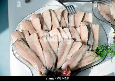 Sassnitz, Germany. 08th July, 2019. Herring snacks stand on a table in the EuroBaltic fish factory of the Dutch Parlevliet & Van der Plas Group (P&P). The EuroBaltic fishing plant on the island of Rügen is one of the largest fish processors in Europe, processing up to 50,000 tonnes of herring from the North and Baltic Seas. Credit: Stefan Sauer/dpa-Zentralbild/ZB/dpa/Alamy Live News - Stock Photo
