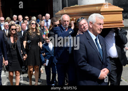 The coffin of Father Ted star Brendan Grace is carried out of the Church of St. Nicholas of Myra, Dublin. - Stock Photo
