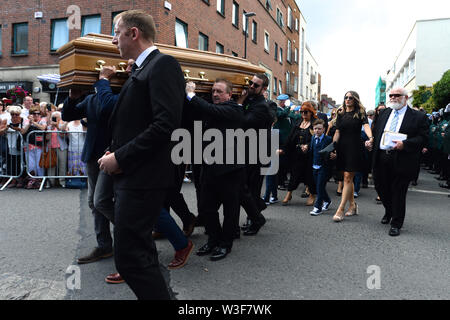 The coffin of Father Ted star Brendan Grace is carried into the Church of St. Nicholas of Myra, Dublin. - Stock Photo