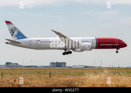 LN-LNL, July 11, 2019, Boeing 787-9 Dreamliner-37931 (Kirsten Flagstad Livery) landing on the Paris Roissy Charles de Gaulle runways at the end of Nor - Stock Photo