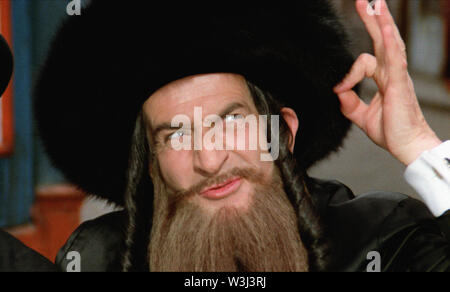 LES AVENTURES DE RABBI JACOB 1973 de Gerard Oury Louis De Funes. rabbin; rabbi Prod DB © Gaumont - Films Pomereu - Stock Photo