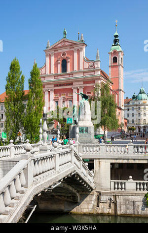 The Pink Franciscan Church in Preseren square and the triple bridge over the Ljubljanica river ljubljana Slovenia EU Europe - Stock Photo
