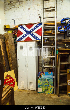 Vintage store in the River Arts District, Asheville, North Carolina, USA. - Stock Photo
