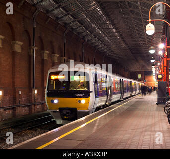 Chiltern Railways class 165 diesel train at London Marylebone with a rush hour  London Marylebone to High Wycombe service - Stock Photo