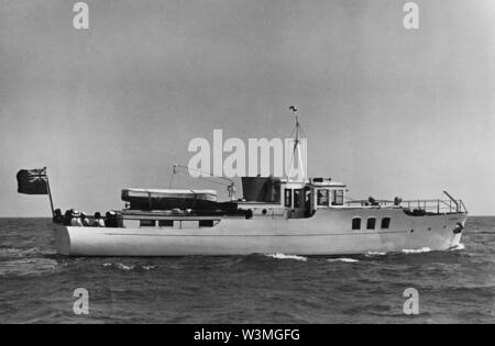 AJAXNETPHOTO. 1933. PORTSMOUTH, ENGLAND. - VOSPER YACHT ON TRIALS - TAMAHINE. PHOTO:VT COLLECTION/AJAX REF:HDD_MOY_TAMAHINE_1643_2_VT - Stock Photo