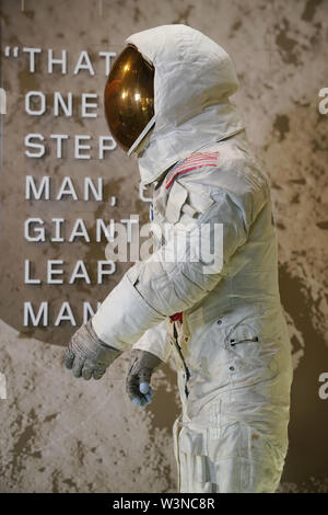 Beijing, USA. 16th July, 2019. U.S. astronaut Neil Armstrong's Apollo 11 spacesuit is seen at the Smithsonian National Air and Space Museum in Washington, DC, the United States, July 16, 2019. The spacesuit is back on display after extensive conservation in celebration of the 50th anniversary of the Apollo 11 Moon landing. Credit: Liu Jie/Xinhua/Alamy Live News - Stock Photo