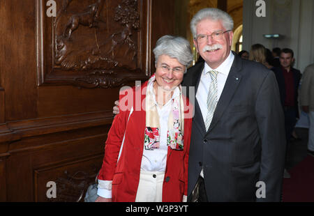 16 July 2019, Bavaria, Oberschleißheim: FDP politician Martin Zeil and his wife Barbara are standing on the red carpet at the summer reception of the Bavarian state parliament in Schleißheim Castle. About 3000 guests from all social classes are invited. Photo: Felix Hörhager/dpa - Stock Photo