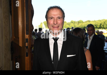 16 July 2019, Bavaria, Oberschleißheim: Alexander Hold, FDP politician and lawyer, stands on the red carpet at the summer reception of the Bavarian parliament in Schleißheim Castle. About 3000 guests from all social classes are invited. Photo: Felix Hörhager/dpa - Stock Photo