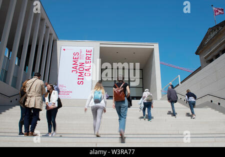 Berlin, Germany. 17th July, 2019. The staircase of the recently opened James Simon Gallery on Museum Island is bustling with activity. Credit: Paul Zinken/dpa/Alamy Live News - Stock Photo