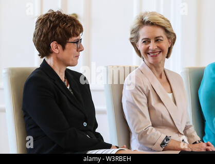 Berliin, Germany. 17th July, 2019. Incoming German Defense Minister Annegret Kramp-Karrenbauer (L) and outgoing German Defense Minister Ursula von der Leyen attend a ceremony for the appointment of German Defense Minister at the Bellevue Palace in Berlin, capital of Germany, July 17, 2019. The leader of the German ruling party Christian Democratic Union (CDU), Annegret Kramp-Karrenbauer, was appointed new German Minister for Defense on Wednesday. Credit: Shan Yuqi/Xinhua/Alamy Live News - Stock Photo