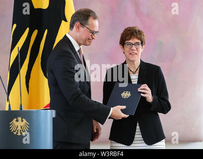 Berliin, Germany. 17th July, 2019. Michael Mueller (L), deputy president of the Bundesrat and Berlin's head of government, hands over the appointment certificate to incoming German Defense Minister Annegret Kramp-Karrenbauer, during a ceremony for the appointment of German Defense Minister at the Bellevue Palace in Berlin, capital of Germany, July 17, 2019. The leader of the German ruling party Christian Democratic Union (CDU), Annegret Kramp-Karrenbauer, was appointed new German Minister for Defense on Wednesday. Credit: Shan Yuqi/Xinhua/Alamy Live News - Stock Photo