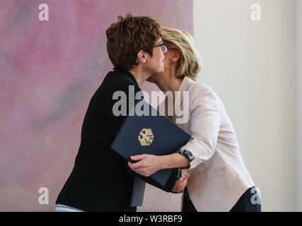 Berliin, Germany. 17th July, 2019. Incoming German Defense Minister Annegret Kramp-Karrenbauer (L) hugs her predecessor Ursula von der Leyen during a ceremony for the appointment of German Defense Minister at the Bellevue Palace in Berlin, capital of Germany, July 17, 2019. The leader of the German ruling party Christian Democratic Union (CDU), Annegret Kramp-Karrenbauer, was appointed new German Minister for Defense on Wednesday. Credit: Shan Yuqi/Xinhua/Alamy Live News - Stock Photo