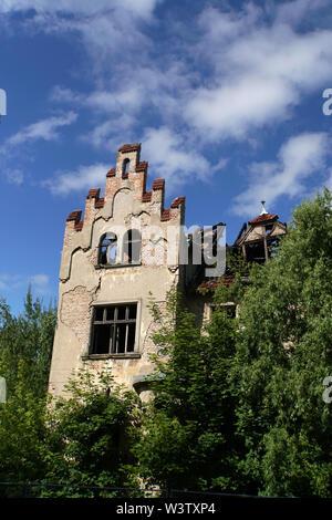 verfallende Ruine einer alten Villa, Hansestadt Greifswald, Mecklenburg-Vorpommern, Deutschland - Stock Photo