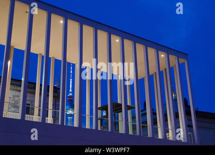 Berlin, Germany. 17th July, 2019. By stealing the recently opened James Simon Gallery on Museum Island you can see the television tower at the blue hour. Credit: Annette Riedl/dpa/Alamy Live News - Stock Photo