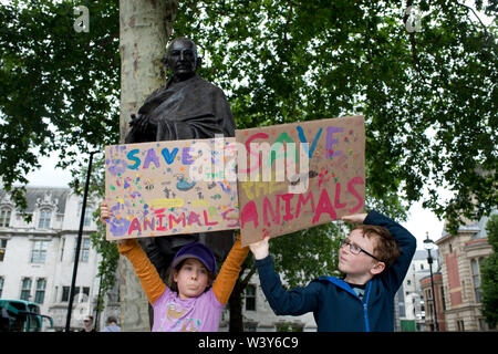 Westminster, Parliament Square. Children protest against the climate emergency. - Stock Photo