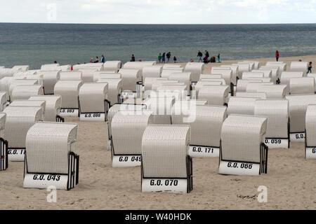 Strandkörbe am Ostseestrand bei kühlem Wetter, Sellin, Rügen, Mecklenburg-Vorpommern, Deutschland - Stock Photo