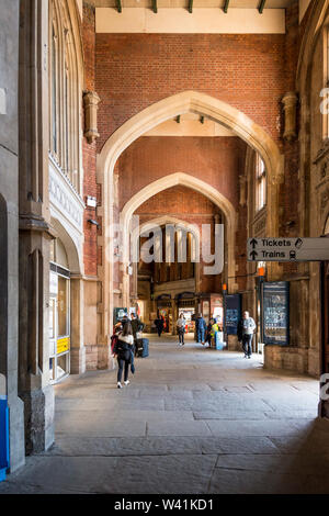 Concourse of Temple Meads Railway Station, Bristol, UK - Stock Photo