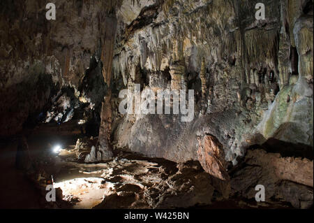 Europe, Italy, Campania, Caves of Pertosa - Auletta. Under the Alburni mountain runs the Negro river in the caves allowing navigation - Stock Photo