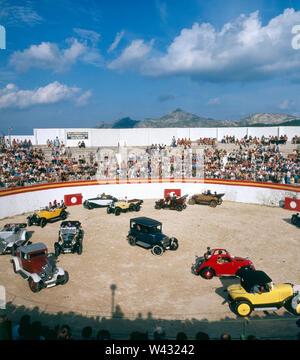 Oldtimertreffen in Spanien in den 1980er Jahren. Vintage car meeting in spain the 1980s. - Stock Photo