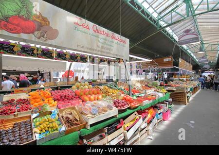 People visit Marche des Enfants Rouges market Paris France - Stock Photo