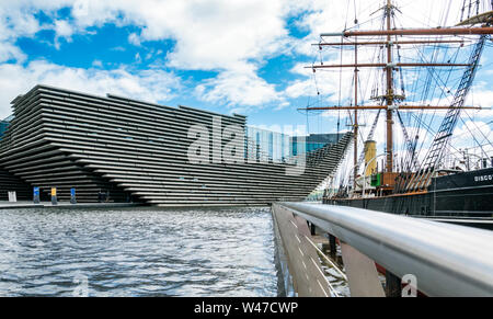 V&A Dundee, design museum & RSS Discovery ship, Waterfront, Dundee, Scotland, UK - Stock Photo
