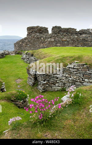 Midhowe Broch on the Westness heritage trail on Rousay, Orkney, Scotland, UK. Midhowe is one of the best preserved Brochs in the UK. - Stock Photo