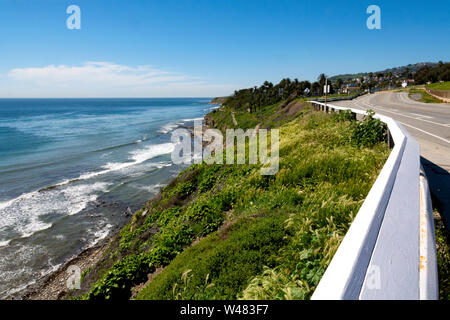 Ocean Views Along Bluff-Top Highway! Walking from Pt Fermin Park on W. Paseo Del Mar, heading towards steep stairway down to the beach and tide pools. - Stock Photo