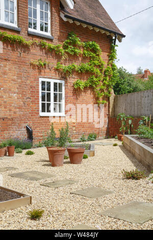 Courtyard garden and Victorian house with gravel and York stone paving - Stock Photo
