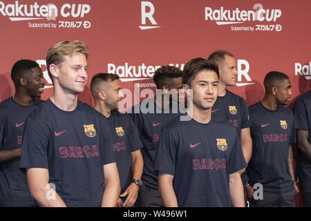 Tokyo, Japan. 21st July, 2019. (L to R) FC Barcelona players Frenkie de Jong and Hiroki Abe, attend a reception party for the Rakuten Cup at ANA InterContinental Tokyo. European soccer teams FC Barcelona and Chelsea FC came to Japan to participate in the ''Rakuten Cup'' facing each other and also local team Vissel Kobe, where Andres Iniesta, David Villa and Sergi Samper are currently playing. Credit: Rodrigo Reyes Marin/ZUMA Wire/Alamy Live News - Stock Photo
