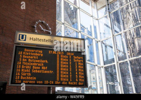 display board for underground connections in Cologne main station, outside the cathedral, Cologne, Germany.  Anzeigentafel für U-Bahnverbindungen im K - Stock Photo