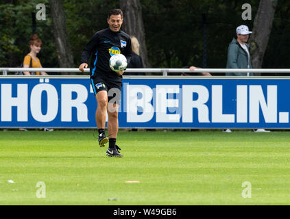 Berlin, Germany. 21st July, 2019. Coach Ante Covic, coach of the Bundesliga team Hertha BSC, plays with the ball. Credit: Soeren Stache/dpa/Alamy Live News - Stock Photo
