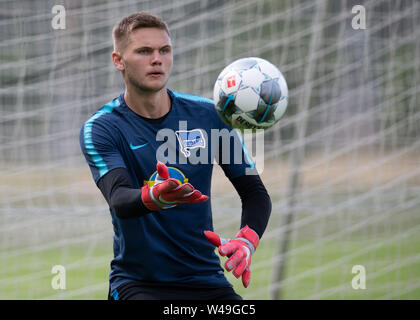 Berlin, Germany. 21st July, 2019. Dennis Smarsch, goalkeeper of the Bundesliga team Hertha BSC, throws a ball. Credit: Soeren Stache/dpa/Alamy Live News - Stock Photo
