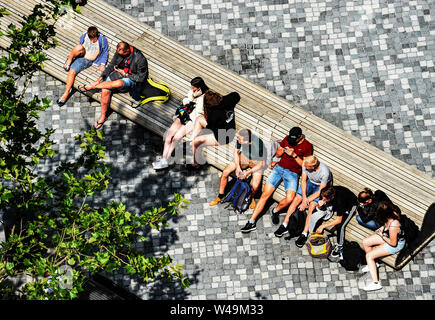 Berlin, Germany. 21st July, 2019. People sit on a bench in the sun. Credit: Paul Zinken/dpa/Alamy Live News - Stock Photo