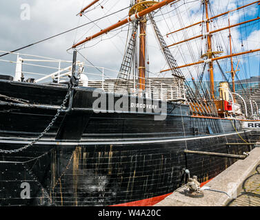 RSS Discovery Antarctic research ship in dry dock, Waterfront  Riverside Esplanade, Dundee, Scotland, UK - Stock Photo