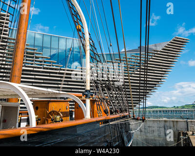 V&A Dundee museum & RSS Discovery ship in dry dock, Waterfront  Riverside Esplanade, Dundee, Scotland, UK - Stock Photo