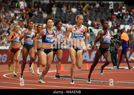London, UK. 21st July, 2019. Lynsey Sharp of Great Britain leads during the Women's 800m. Muller Anniversary Games 2019, London Grand Prix at the London Stadium, Queen Elizabeth Olympic Park in London on Sunday 21st July 2019. this image may only be used for Editorial purposes. Editorial use only . pic by Steffan Bowen/Andrew Orchard sports photography/Alamy Live news Credit: Andrew Orchard sports photography/Alamy Live News - Stock Photo