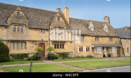 Stone cottages in the Cotswold village of Broadway - Stock Photo