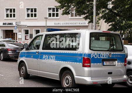 Berlin, Germany. 22nd July, 2019. A patrol car stands in front of the Karl Liebknecht House, the party headquarters of the left. The building was evacuated because of a bomb threat. A spokeswoman for the federal party said this morning that a corresponding threatening e-mail had been received. Credit: Paul Zinken/dpa/Alamy Live News - Stock Photo